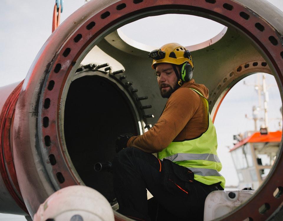 Momentum-decommissioning-wind-turbine